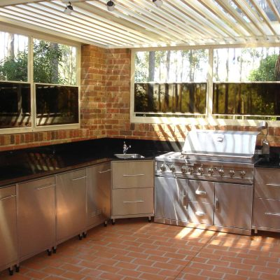 HV Aluminium Weather Beaters with Mem-Tek Polymer Film Panels on Outdoor Kitchen